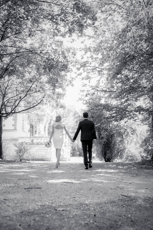 standesamtliche Trauung - Hochzeit Herrsching, Bayern - Brautpaar auf dem Weg zum Kurparkschlösschen