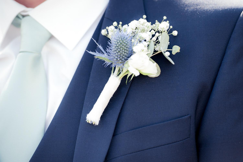 Hochzeitsfotografen Diana und Gunter - Detail Ansteckblume