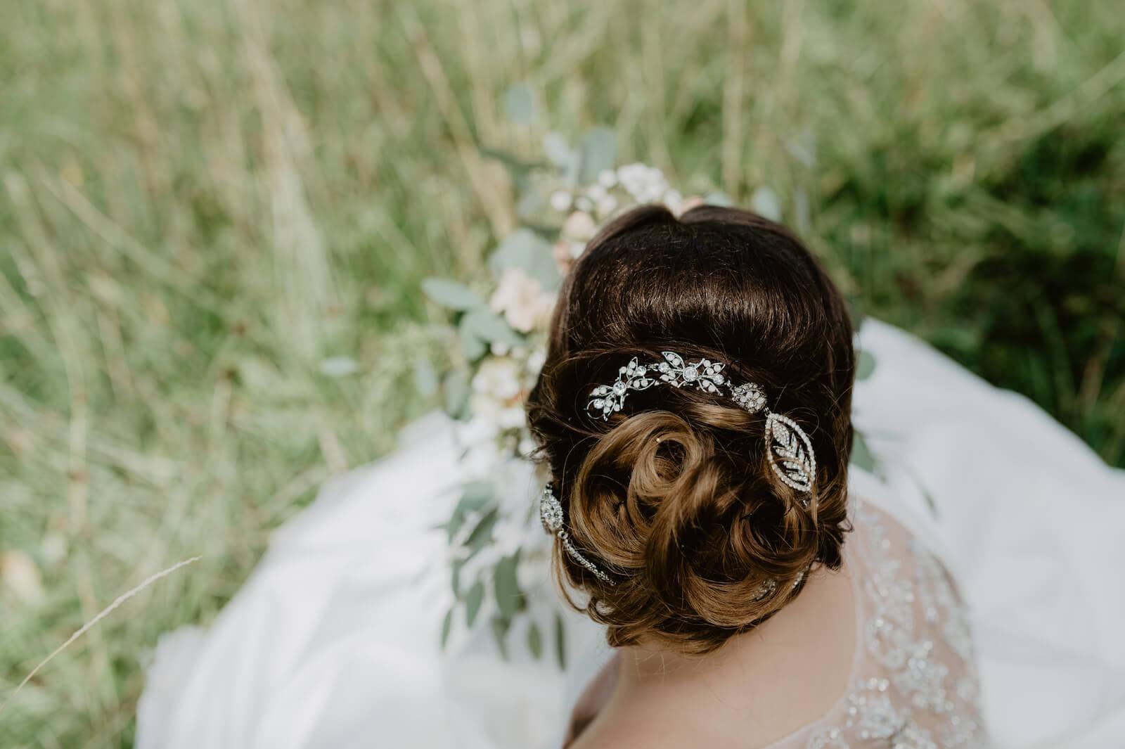 Gartenhochzeit Buchloe - Haarschmuck der Braut