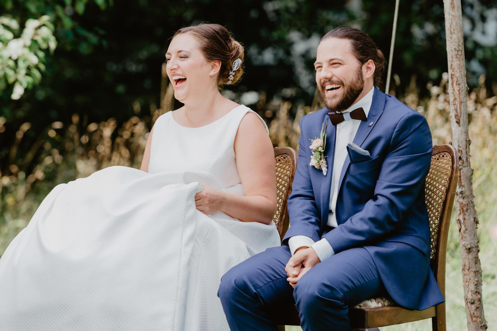 Gartenhochzeit Buchloe - Braut und Bräutigam während der freien Trauung
