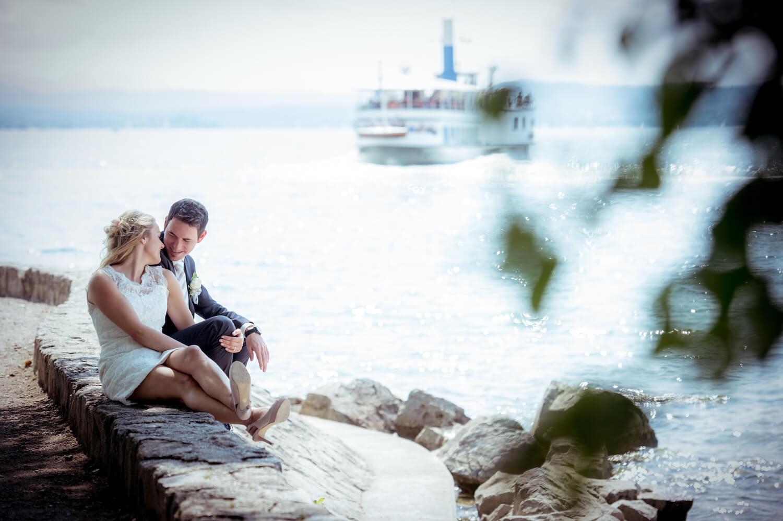 standesamtliche Trauung - Wedding in Herrsching - Hochzeitspaar im innigen Moment am Ufer des Ammersees