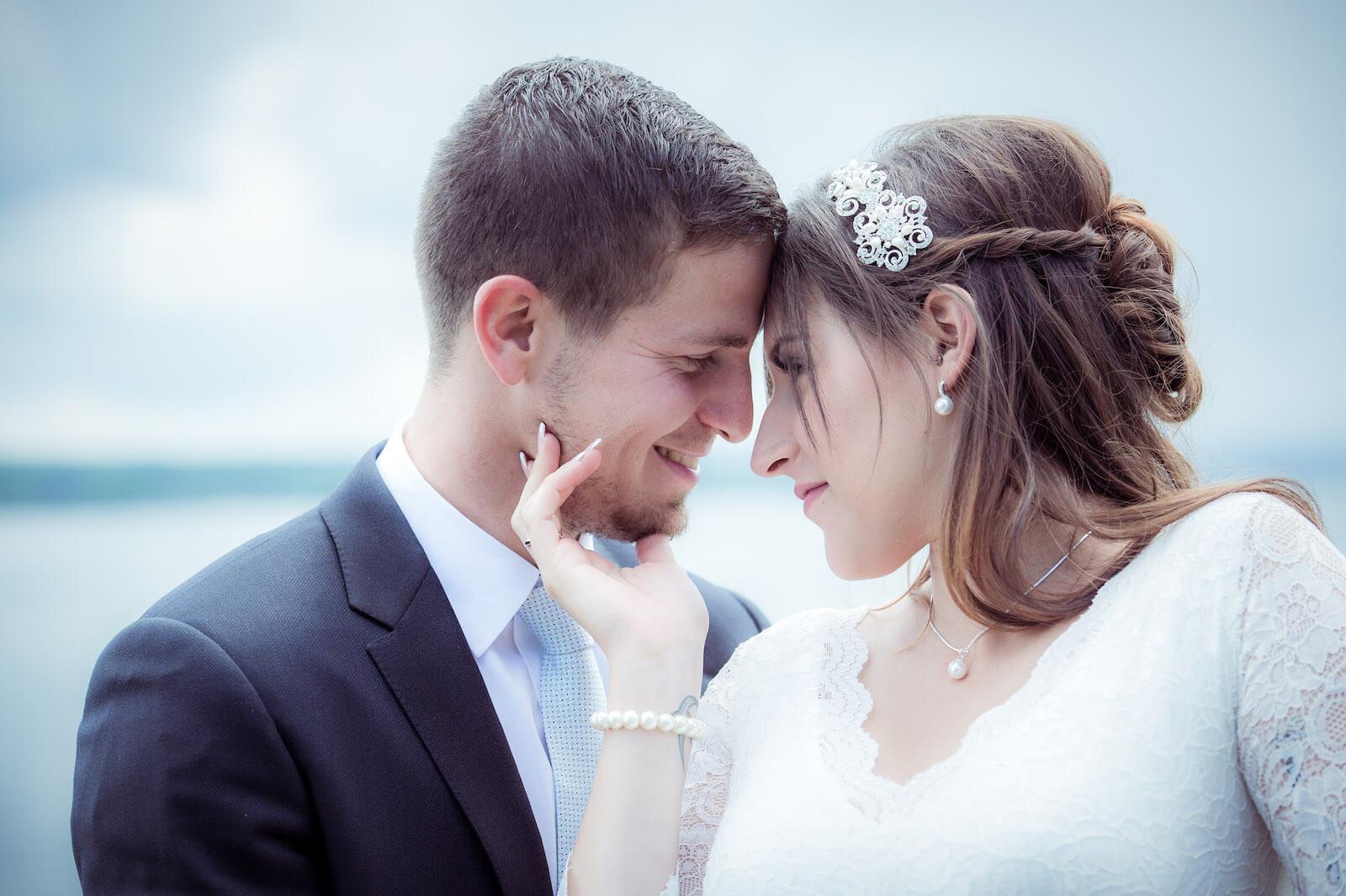 Hochzeit mit Babybauch - Brautpaar im Portrait