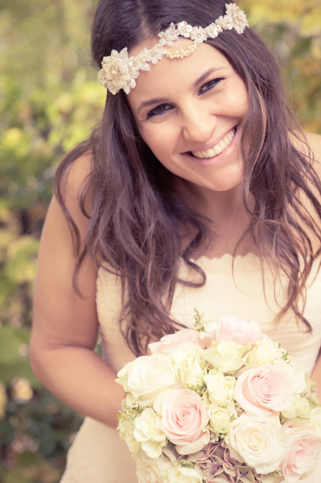Hochzeit Bohostyle Landsberg - Portrait der strahlenden Braut