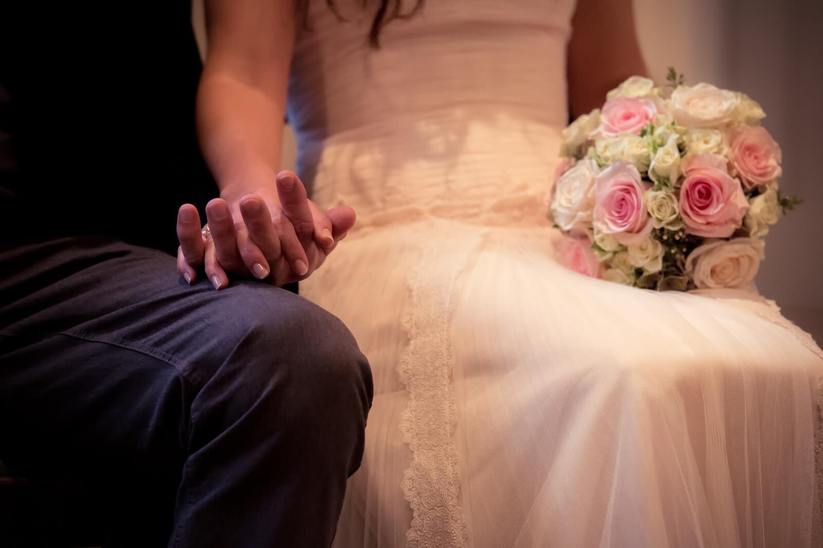 Hochzeit Bohostyle Landsberg - Nahaufnahme der Hände