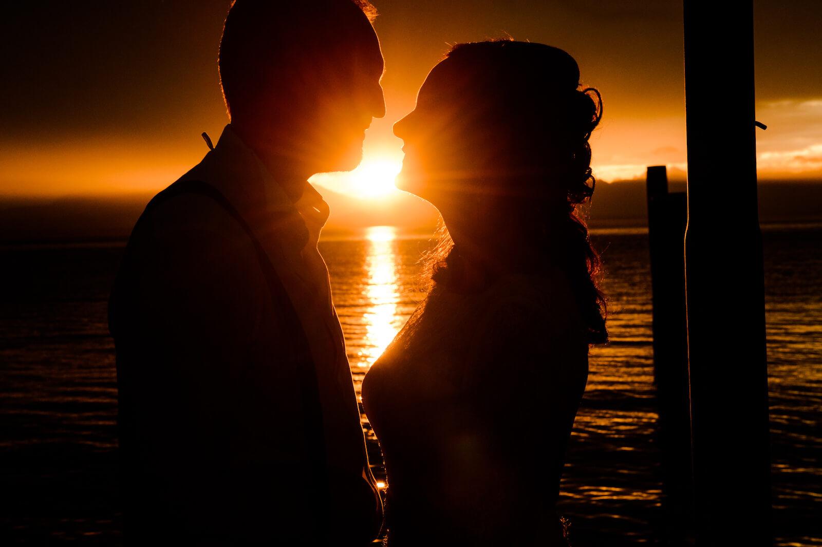 Hochzeit Gardasee - Braut und Bräutigam beim Sonnenuntergang
