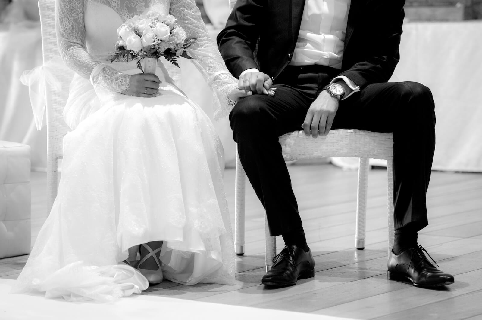 Hochzeit Gardasee - das Brautpaar während der Zeremonie