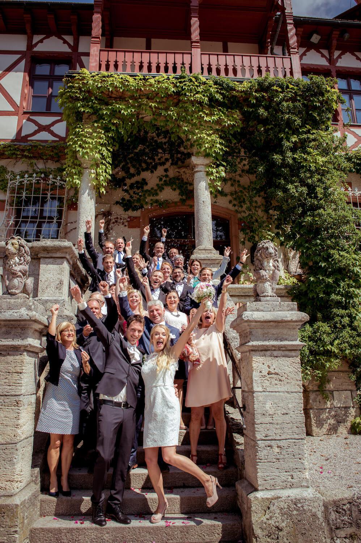 standesamtliche Trauung Herrsching Kurparkschloss - Hochzeitsgesellschaft freut sich beim Gruppenfoto