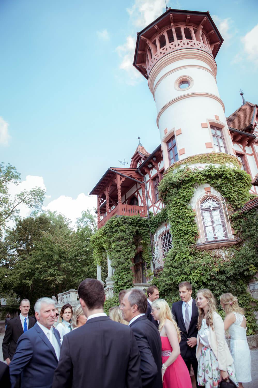 standesamtliche Trauung - Empfang der Hochzeitsgäste vor dem Kurschlösschen in Herrsching