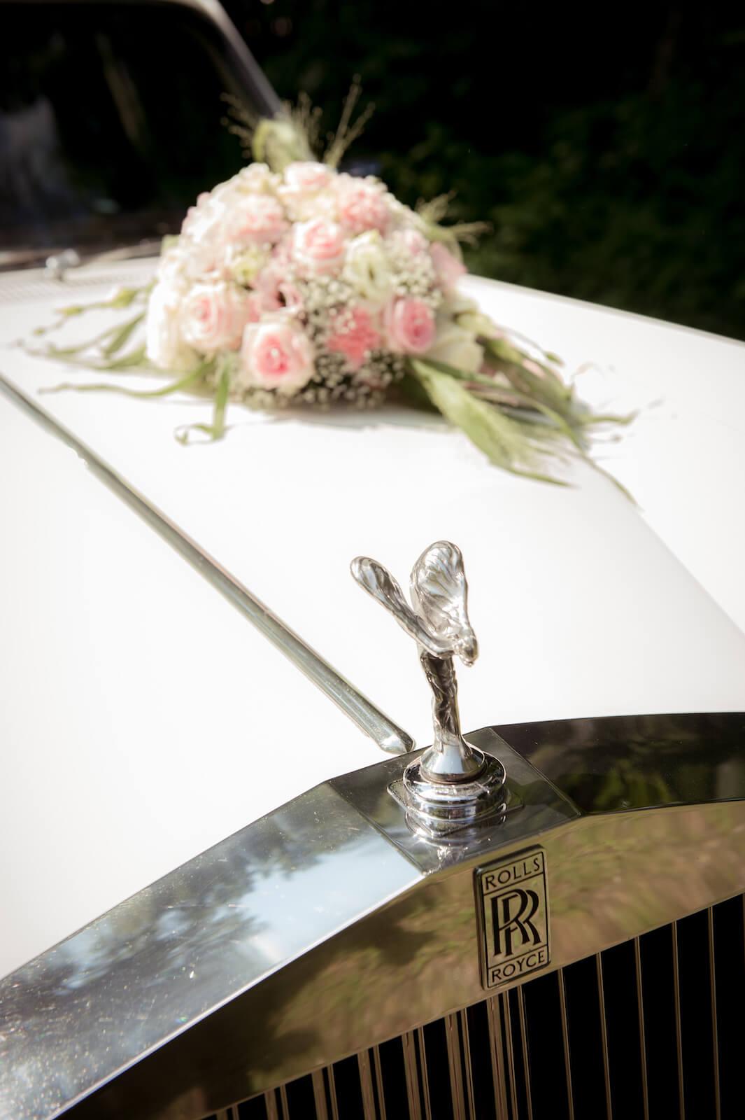freie Trauung Ammersee - Blumenschmuck auf Rolls Royce