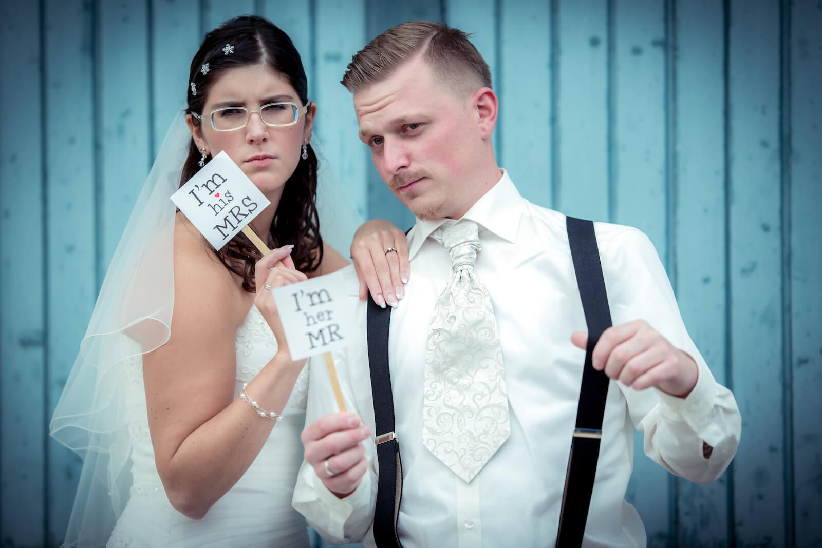 kirchliche Trauung in Landsberg - Brautpaar beim Fotoshooting