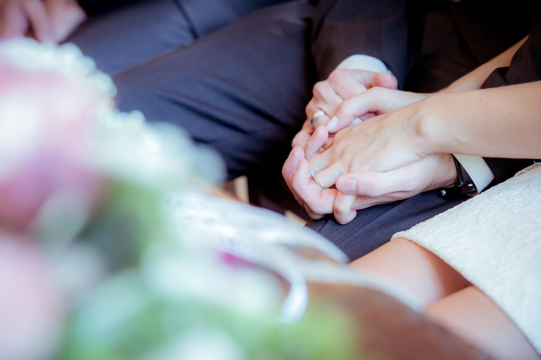 standesamtliche Trauung - Hochzeit Trauung - Hände mit Brautringe