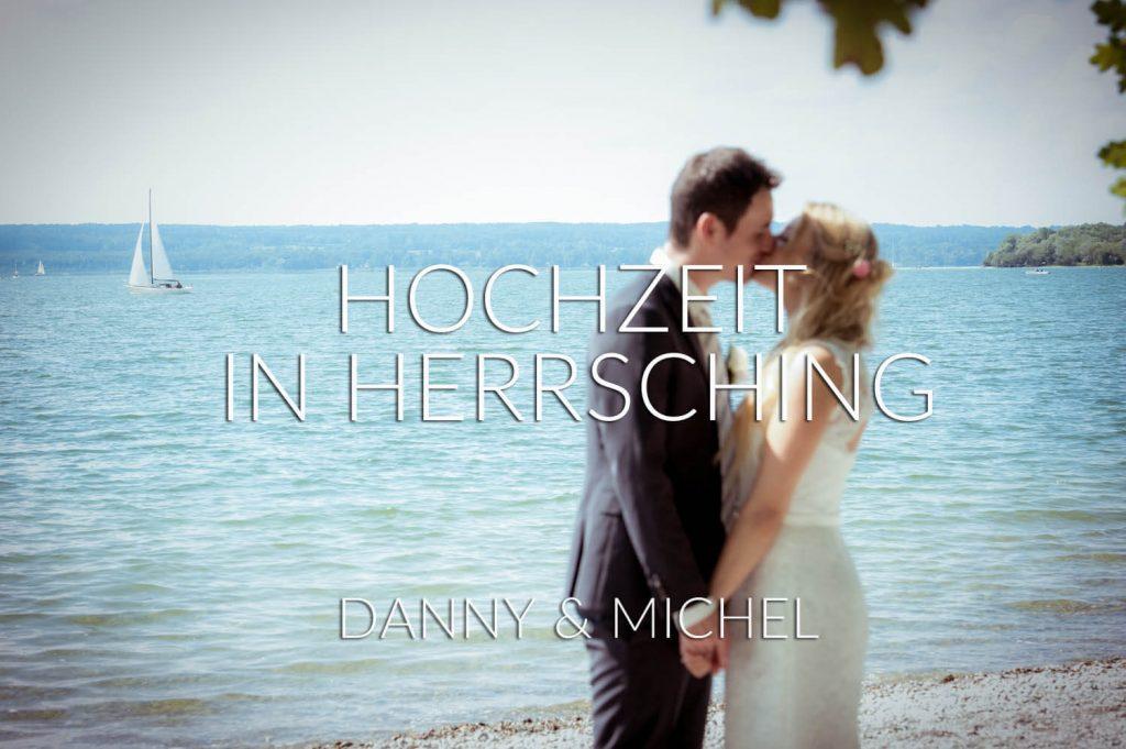 Hochzeit Herrsching, Bayern - Hochzeitspaar küsst sich zärtlich am Ufer, im Hintergrund der Ammersee